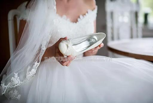 Màu trắng được chọn làm màu chủ đạo cho cô dâu trong ngày trọng đại